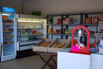 Campingplatz Frankreich Vendée : Vous trouverez ici du pain et différents produits de dépannage